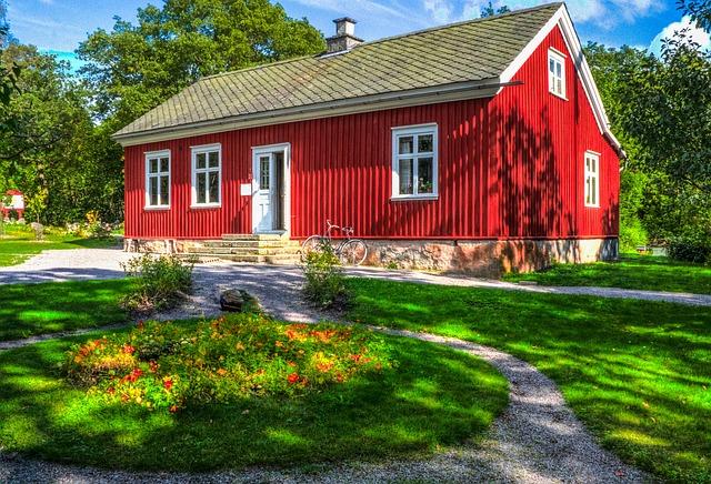 červený dům.jpg