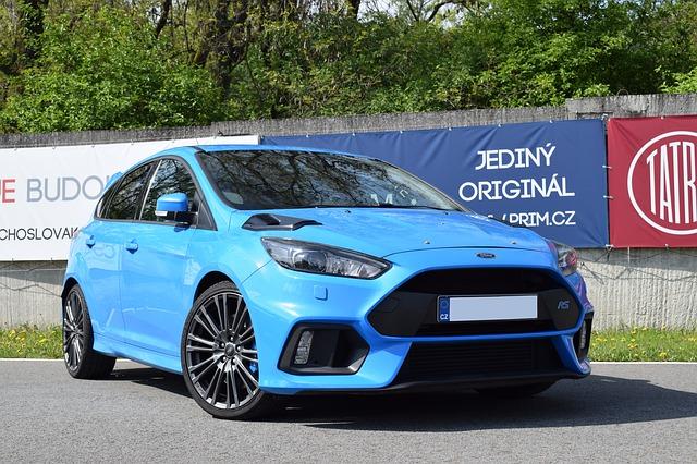 modrý Ford Focus
